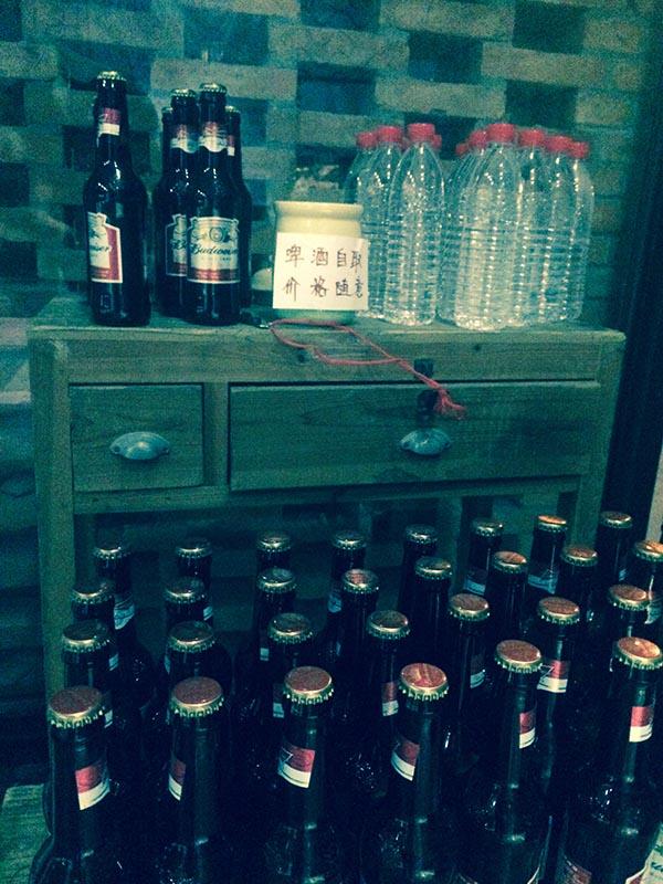 自愿付费的啤酒;我按照20元/瓶的价格给自己和志愿者买了4瓶
